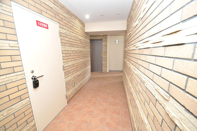 クレスト新今里 エレベーターホールもオシャレで、綺麗に片づけられています。