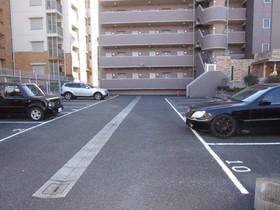 メゾンリベルテ駐車場