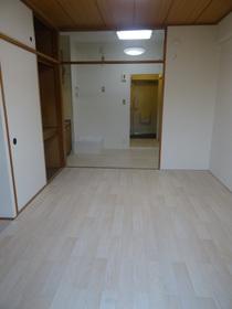 https://image.rentersnet.jp/1106cea4-7c30-4189-a0a2-9327c827e969_property_picture_2418_large.jpg_cap_居室