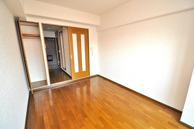 ビクトワール小阪 陽当りの良いベッドルームは癒される心地良い空間です。