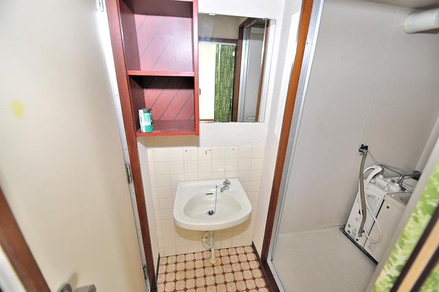 第二コーポ春日荘 可愛いいサイズの洗面台ですが、機能性はすごいんですよ。