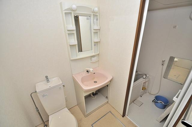アネックスサンタオ 人気の独立洗面所はゆったりと余裕のある広さです。