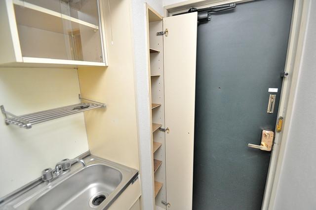 ハウスランド布施 玄関にはコンパクトながらシューズボックスもありますよ。
