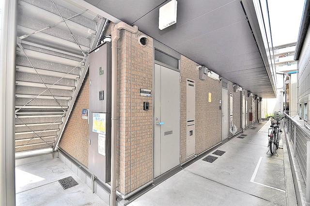 エルメゾン清里 玄関まで伸びる廊下がきれいに片づけられています。