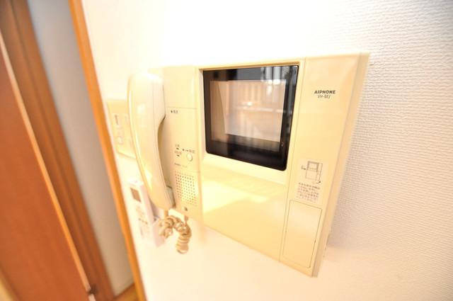 フレンテ田中 TVモニターホンは必須ですね。扉は誰か確認してから開けて下さいね