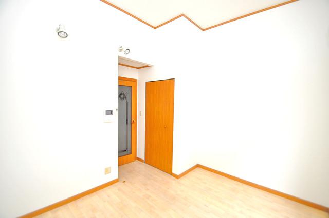 アートメゾン 白を基調としたリビングはお部屋の中がとても明るいですよ。