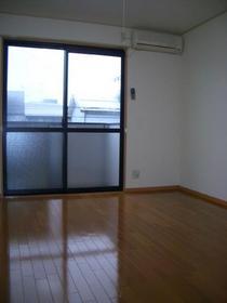 https://image.rentersnet.jp/11b913bfeaf72670cbdfefeb01db5ecd_property_picture_2419_large.jpg_cap_居室