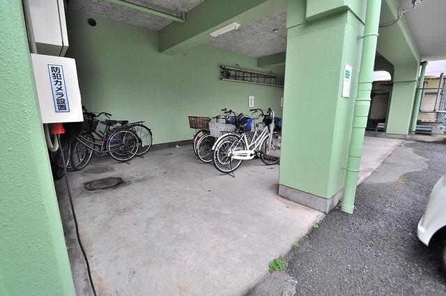マンションジュエル 敷地内には専用の駐輪スペースもあります。