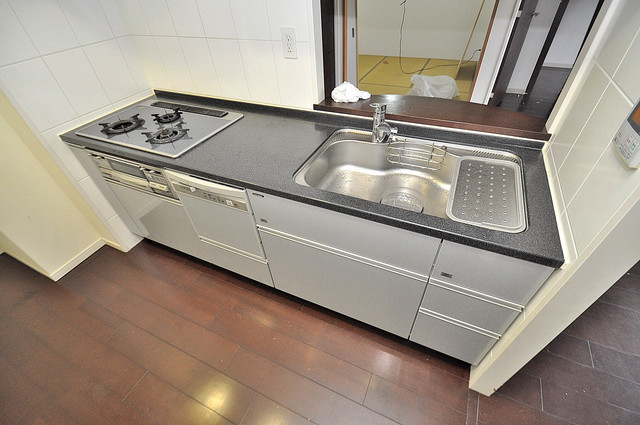 セレッソコート八戸ノ里ハートランドイーストビュー システムキッチンなので広々使えて、お料理もはかどります。