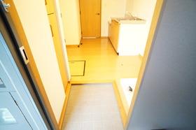 https://image.rentersnet.jp/11eb5bb9-7745-4e96-90d1-f60290ec4122_property_picture_956_large.jpg_cap_玄関