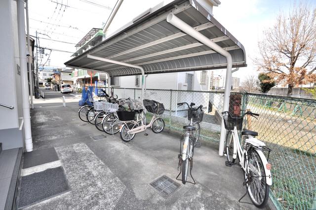 第2シャトー新町 屋内にある駐輪場は大切な自転車を雨から守ってくれます。