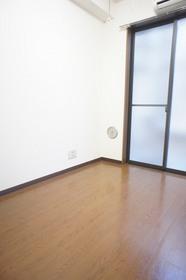 https://image.rentersnet.jp/1215ebe178ef8d84637263cf105a9e2e_property_picture_961_large.jpg_cap_洋室4.4帖はもちろんフローリング