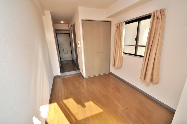 イーストコトブキ 陽当りの良いベッドルームは癒される心地良い空間です。