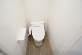 https://image.rentersnet.jp/121fe1c5-8c2e-4057-9712-a64b7847d3fb_property_picture_956_large.jpg_cap_トイレ