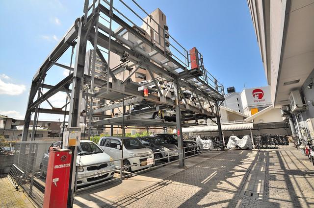 グランドゥルイ 敷地内にある駐車場。愛車が目の届く所に置けると安心ですよね。
