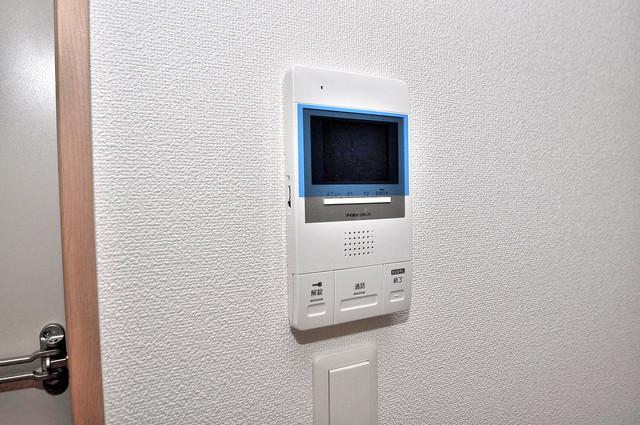 F maison MARE(エフメゾンマーレ) TVモニターホンは必須ですね。扉は誰か確認してから開けて下さいね