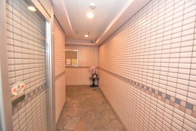 アベニューリップル長田Ⅱ 玄関まで伸びる廊下がきれいに片づけられています。