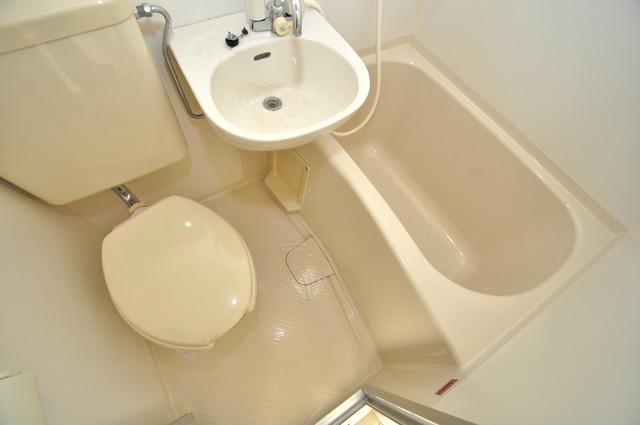 アパートメント生野Ⅲ 単身さんにちょうどいいサイズのバスルーム。