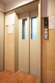 https://image.rentersnet.jp/127bdc3af116e92aa418d534b5bb249c_property_picture_961_large.jpg_cap_エレベーター