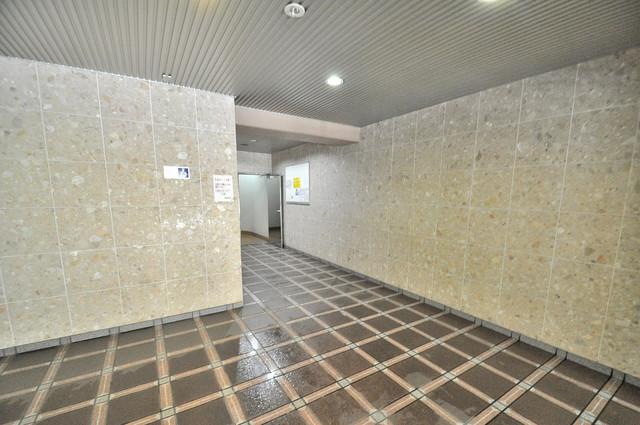 プラムガーデンハイツ エレベーターホールもオシャレで、綺麗に片づけられています。