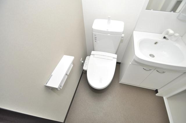 ノイヴェル巽北 白くてピカピカのトイレですね。癒しの空間になりそう。