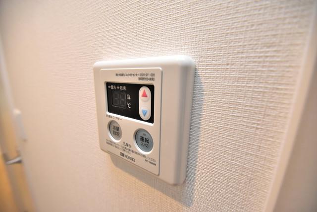 リブリ・布施 給湯リモコン付。温度調整は指1本、いつでもお好みの温度です。
