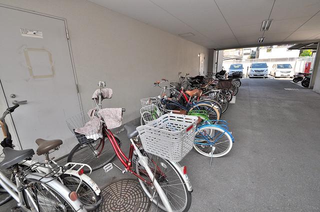 ソレアード三貴 屋内にある駐輪場は大切な自転車を雨から守ってくれます。