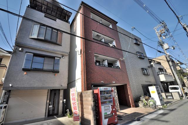 ピア小阪 存在感のある外観は落ちついた色合いで、堂々としていますね。