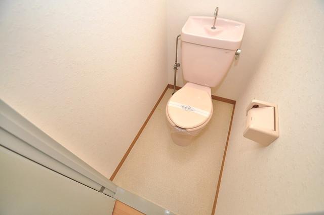 レトワール小路 白くてピカピカのトイレですね。癒しの空間になりそう。