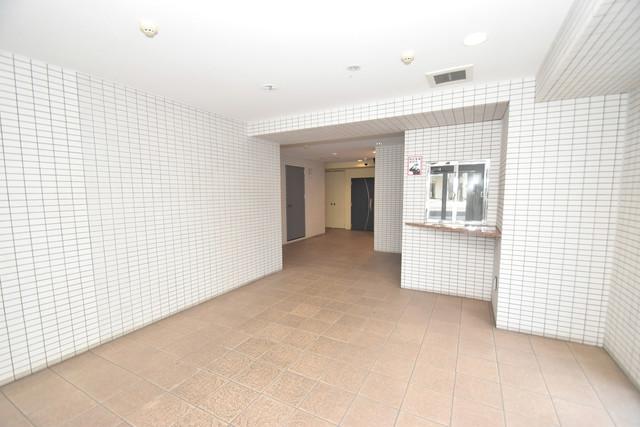 コンチネンタル東小橋 玄関まで伸びる廊下がきれいに片づけられています。