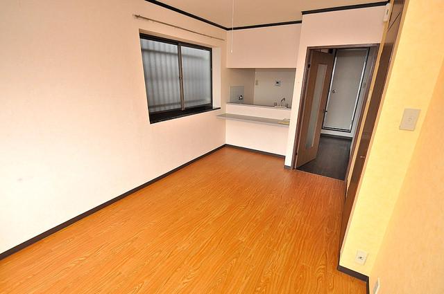 アスリートコート 明るいお部屋は風通しも良く、心地よい気分になります。
