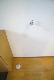 https://image.rentersnet.jp/1453dbfb-1eb9-438d-9cbe-623959242361_property_picture_956_large.jpg_cap_洗濯機置き場