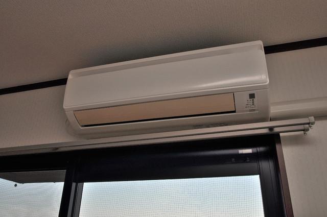 リュミエールイースト エアコンが最初からついているなんて、本当にうれしい限りです。