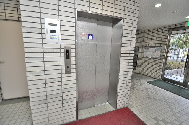 コートビュータワー 嬉しい事にエレベーターがあります。重い荷物を持っていても安心