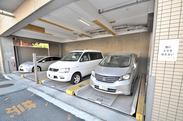 レシェンテオクノ 敷地内にある駐車場。愛車が目の届く所に置けると安心ですよね。