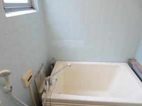 四角で可愛いお風呂です!