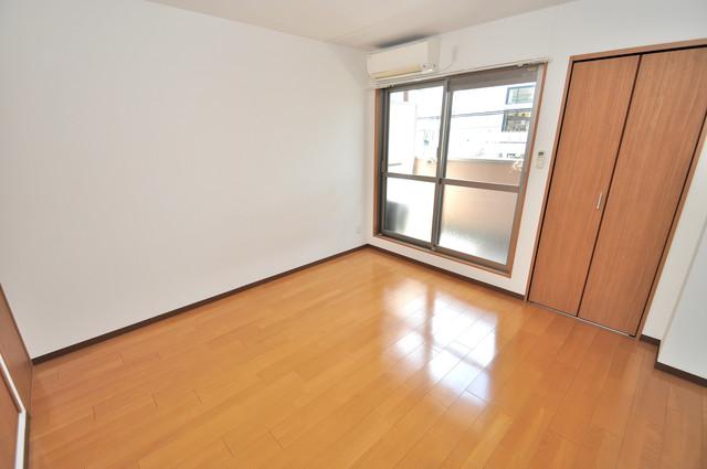 グランドール北巽 白を基調としたリビングはお部屋の中がとても明るいですよ。