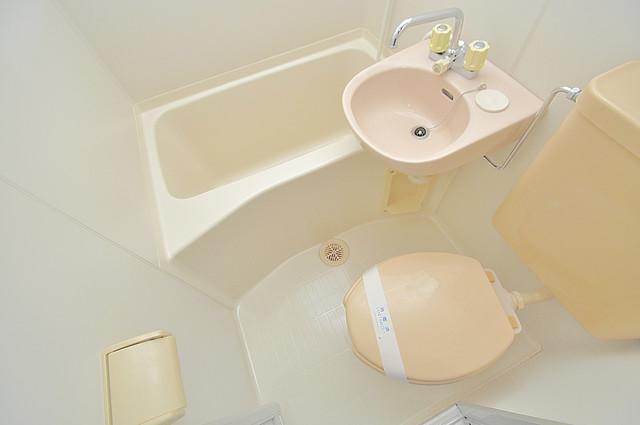 トマトハイツ菱屋西 コンパクトながら洗面もついてるトイレです。