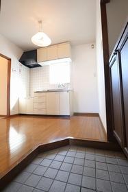 https://image.rentersnet.jp/15b33eaa-d313-4a5a-a1f9-9fb31015504b_property_picture_1992_large.jpg_cap_玄関