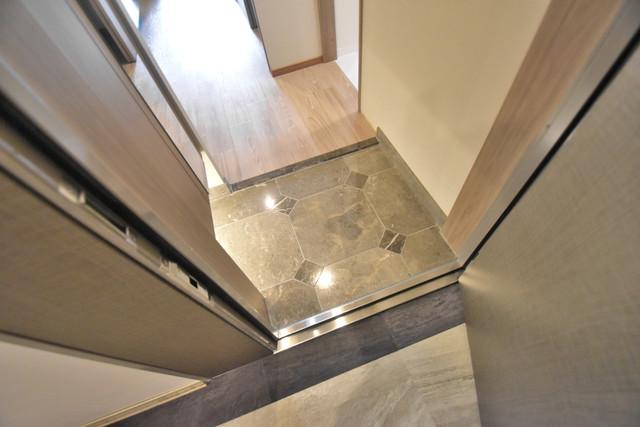 PHOENIX Clove Tomoi 素敵な玄関は毎朝あなたを元気に送りだしてくれますよ。