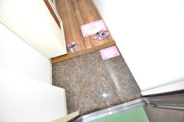 フローラ長田 素敵な玄関は毎朝あなたを元気に送りだしてくれますよ。