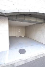 中井駅 徒歩19分駐車場
