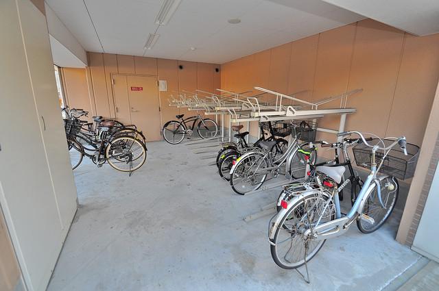 M'プラザ高井田 敷地内にある専用の駐輪場。雨の日にはうれしい屋根つきです。