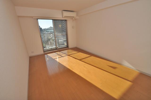 八戸ノ里HIROビル 窓が大きいので圧迫感がありません。日光浴が日課になりそう。