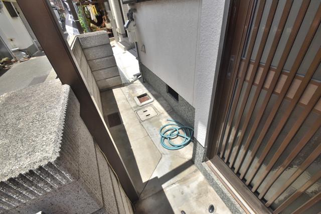 横沼町3-4-13貸家 エントランス周辺はいつも綺麗に清掃されています