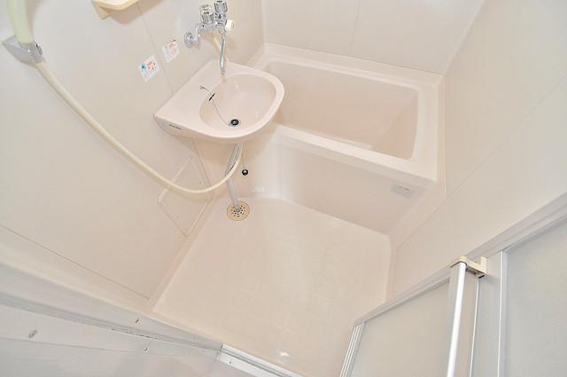 サンフロラ コンパクトだけど機能性バッチリ。シンプルライフに十分のお風呂。
