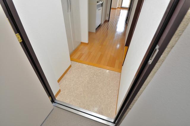 シャトー雅 玄関を開けると解放感のある空間がひろがりますよ。