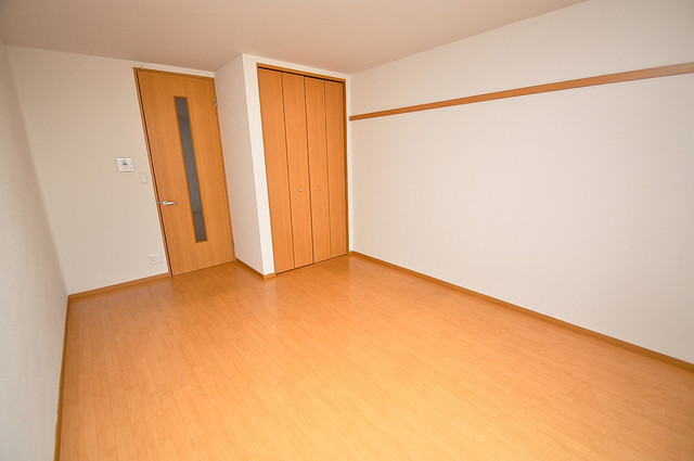 T-WEST 明るいお部屋はゆったりとしていて、心地よい空間です