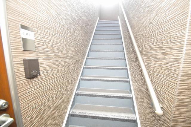 RESTAURO この階段を登った先にあなたの新生活が待っていますよ。