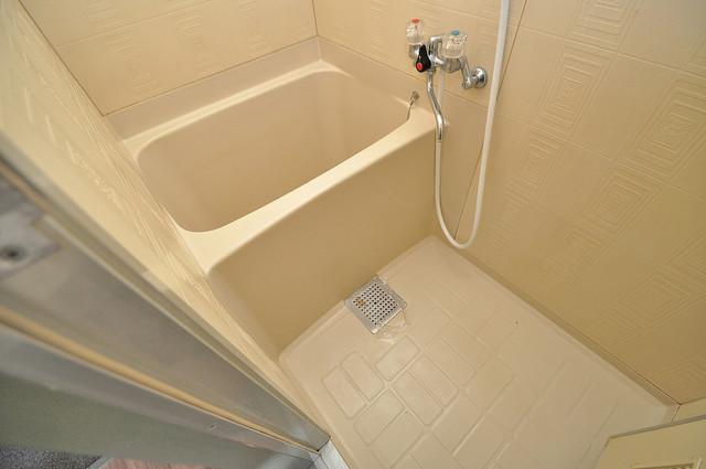 スペラーレ今里 単身さんにちょうどいいサイズのバスルーム。